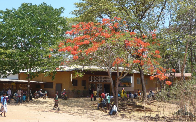 The entrance of Mbesa Mission Hospital in the Tunduru District, in southern Tanzania.Eingang des Mbesa Missions Hospitals im Tunduru Distrikt, im Sueden Tansanias